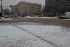 Schnee auf Kreuzung Friedrichshain