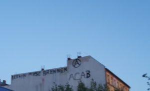 Graffiti Rigaer Str Berlin muss brennen