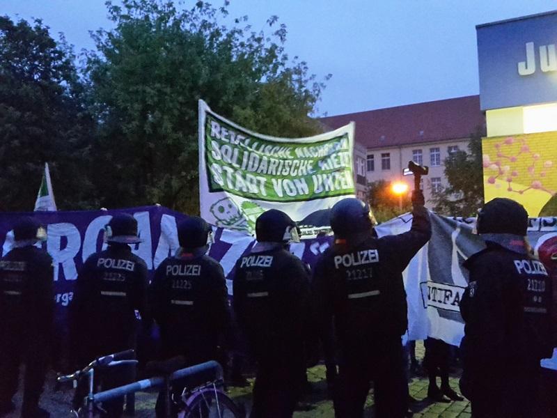 polizei filmt demozug friedrichshain
