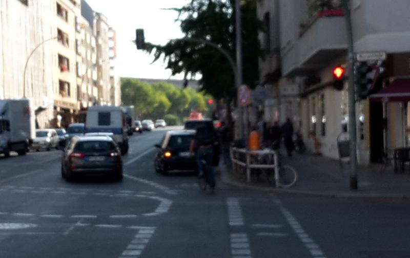 autos-auf-radweg-polizei-schaut-weg