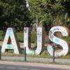 AUS Schrift in Oberbaum City