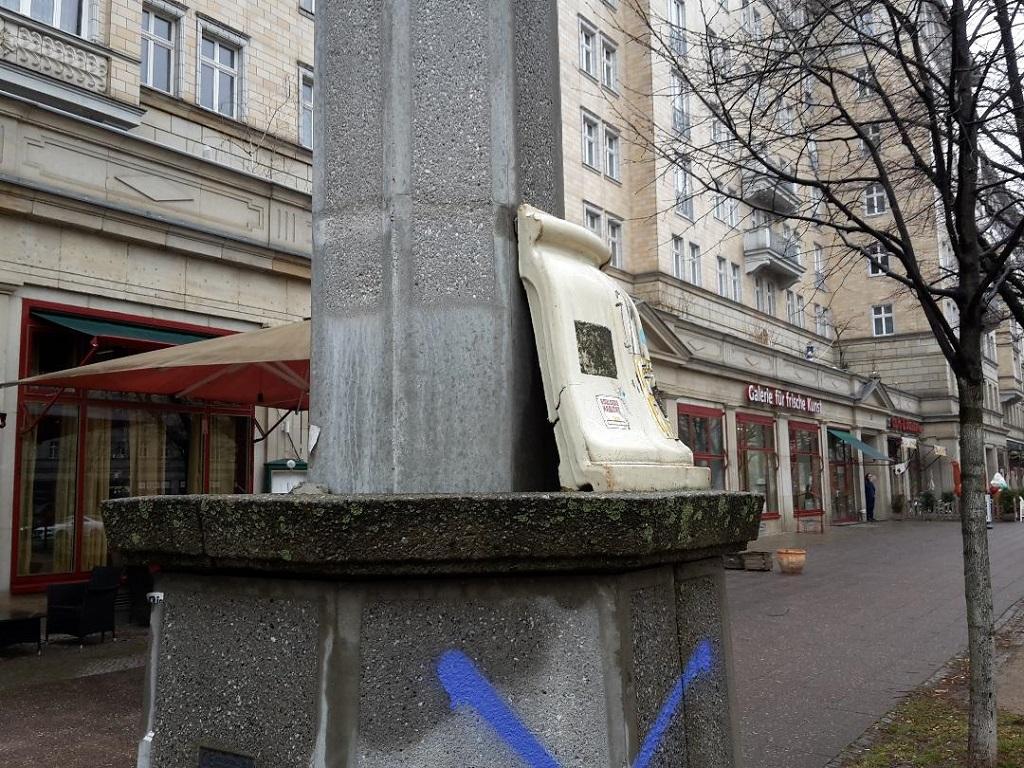 Laternenschaden Karl-Marx-Allee
