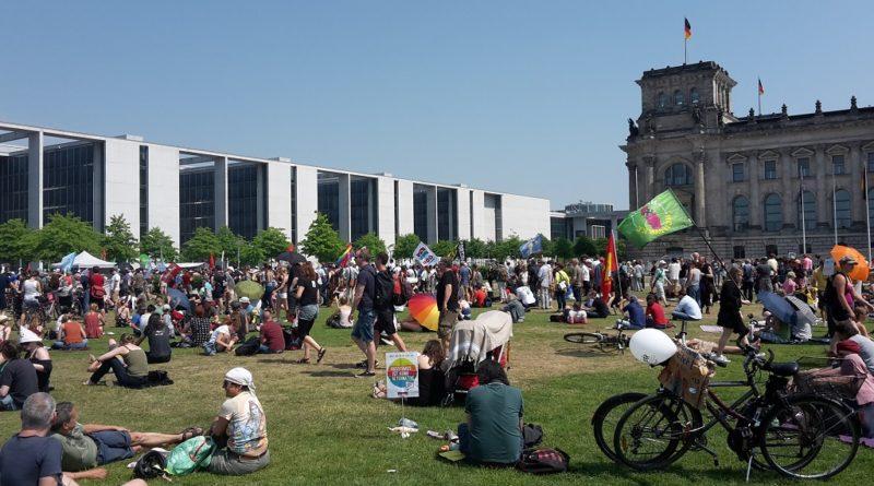 Demonstration Reichstagswiese