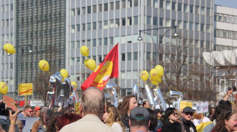 DW enteignen Luftballons Mietenwahnsinn Demo April 2019
