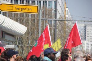 Demofahnen Mietenwahnsinn Demo April 2019