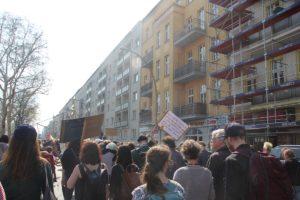 Demoschilder Warschauer Str Mietenwahnsinn Demo April 2019