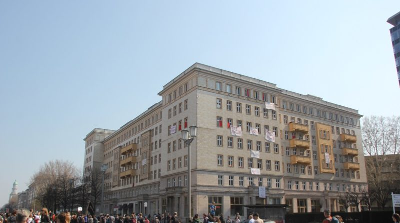 Demoschriften Haus KMA Mietenwahnsinn Demo April 2019
