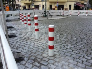 Poller zur Verkehrsberuhigung Samakiez