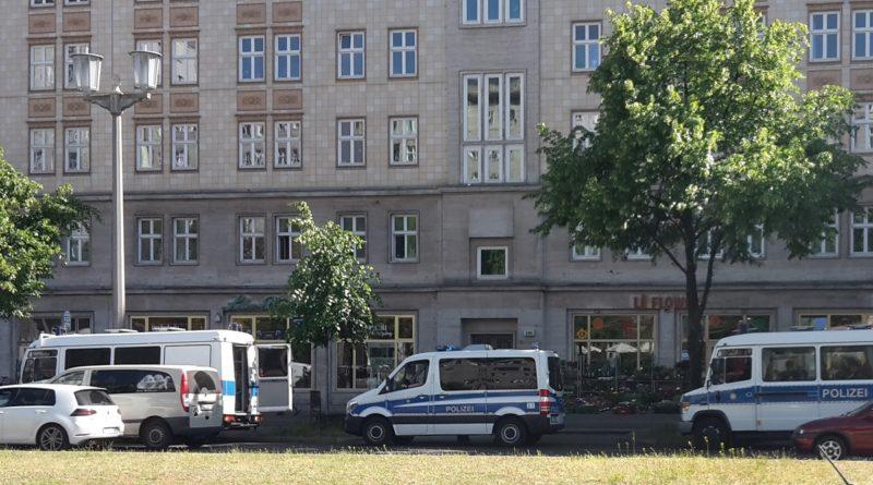 Polizeiaufmarsch Karl-Marx-Allee