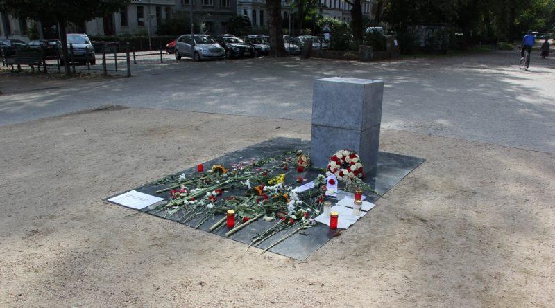 Gedenkstein rassistische Polizeigewalt Oranienplatz Kreuzberg